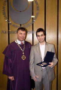 ректорът на НБУ доц. д-р Сергей Игнатов и Андрей Хадживасилев